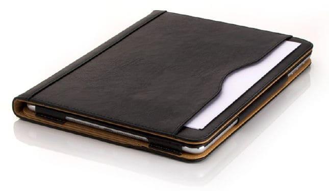Außenborder: Papiere sind fix in der Außentasche verstaut.