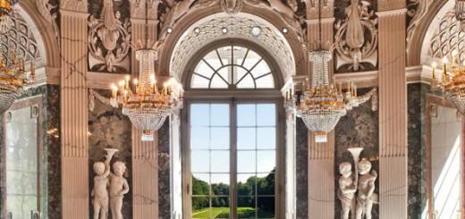 Kronleuchter, gold und Pomp - all das verwaltet die Stiftung Schloss Benrath jetzt mit Communal FM