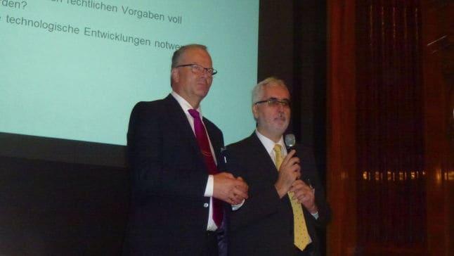 FMA Vorstandsvorsitzender Peter Kovacs und IFMA Austria Präsident Alfred Waschl fassen den FMDAY.15 zusammen  - Foto: Ralf Golinski